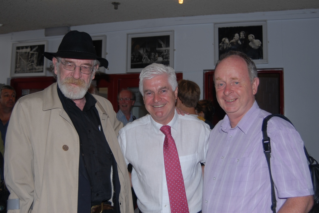 Big Jim Larkin (Jer O'Leary) with SIPTU General Secretary Joe O'Flynn and Ger O'Mahony of the Cork Mother Jones festival committee